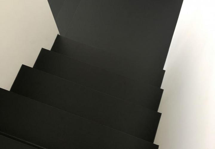 Zwarte trapafwerking PU trapbekleding - RAL 9005